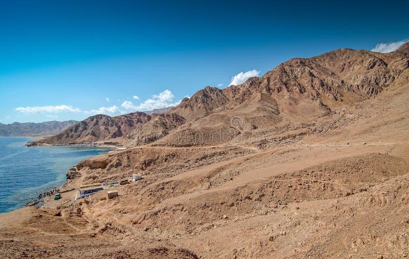 Dahab, Ägypten - 29. Oktober 2009 Tauchendes Standort blaues Loch in Sinai stockfotos