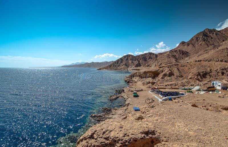 Dahab, Ägypten - 29. Oktober 2009 Tauchendes Standort blaues Loch in Sinai stockfotografie