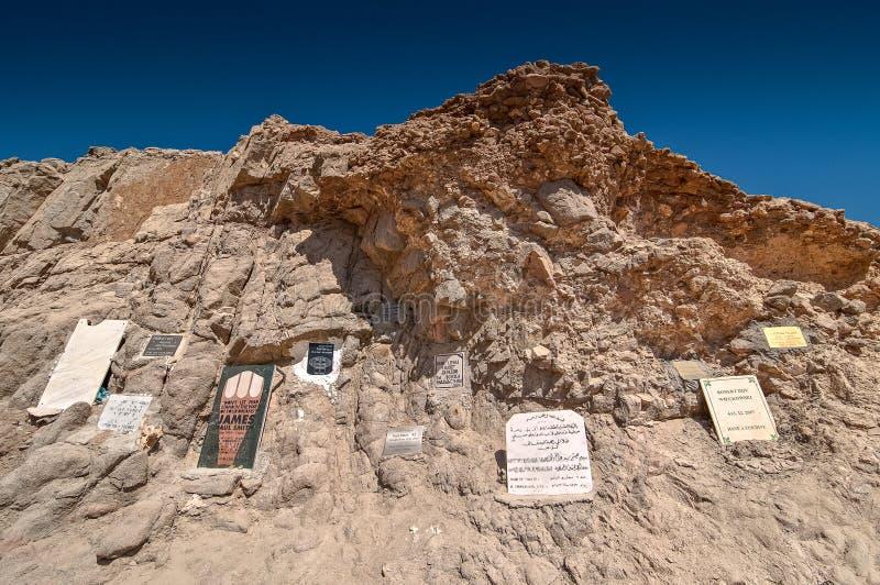 Dahab Egypten - Oktober 29, 2009 Minnes- skrivbord till de döda dykarna i blått hål arkivfoton