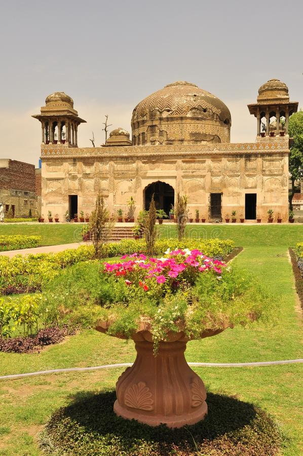 Download Dai Anga's Tomb in Lahore stock photo. Image of century - 33726854