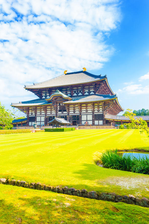 Daibutsuden grand Bouddha Hall Front Grass Blue Sky images libres de droits