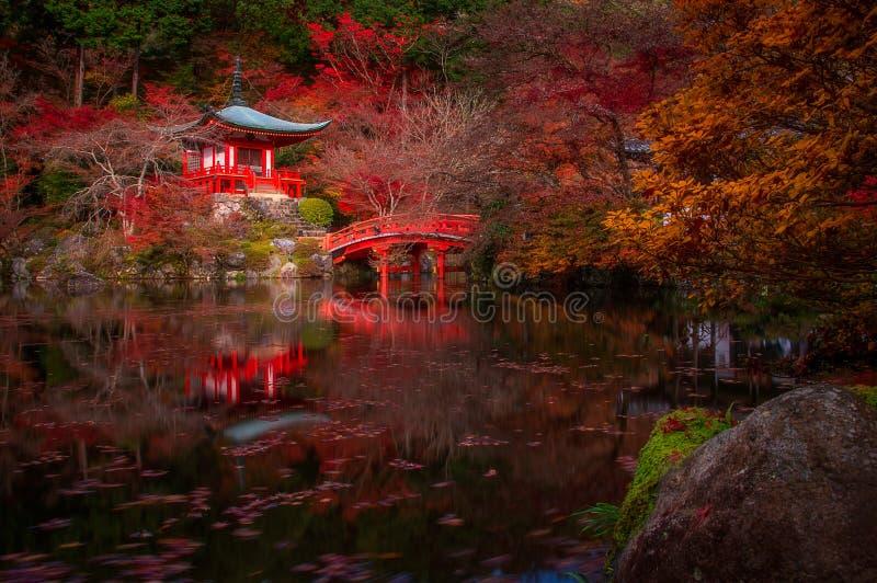 Daigo-ji tempel i höst arkivbilder