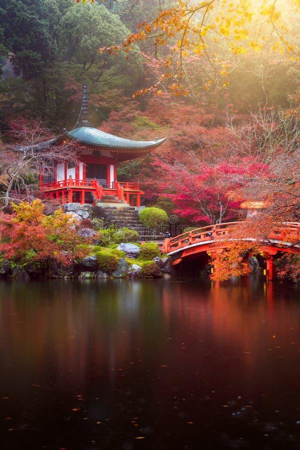 Daigo-jitempel im Herbst stockfoto