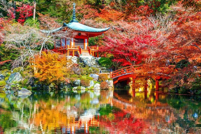 Daigoji tempel i höst, Kyoto Japan höstsäsonger arkivfoton