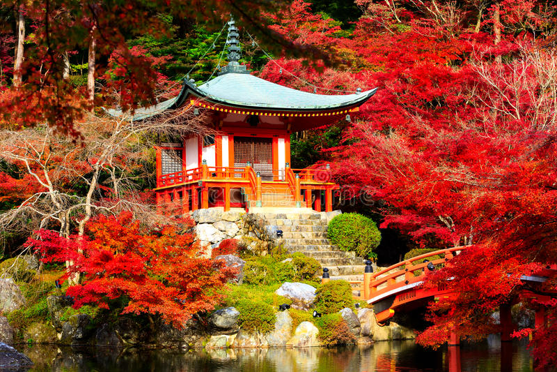 Daigoji tempel i hösten Japan royaltyfria foton