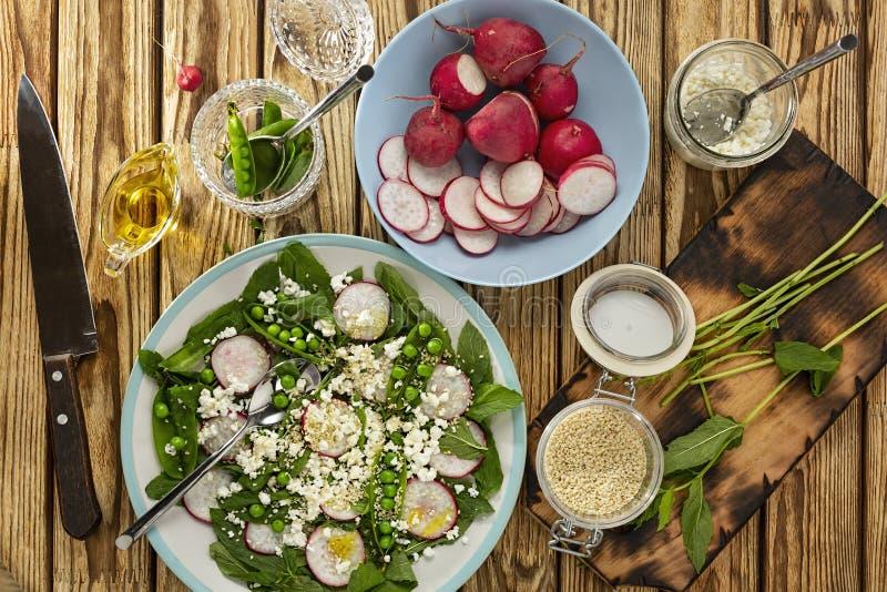Daikon, салат картошки, редиска daikon, корейская, сметанообразная картошка, красная редиска, зажаренная в духовке редиска, салат стоковая фотография