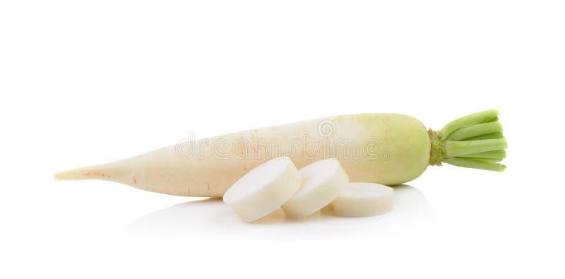 Daikon rädisor som isoleras på en vit bakgrund arkivfoto