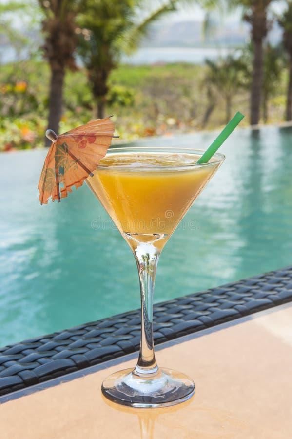 Daiquiri del mango con un ombrello fotografie stock