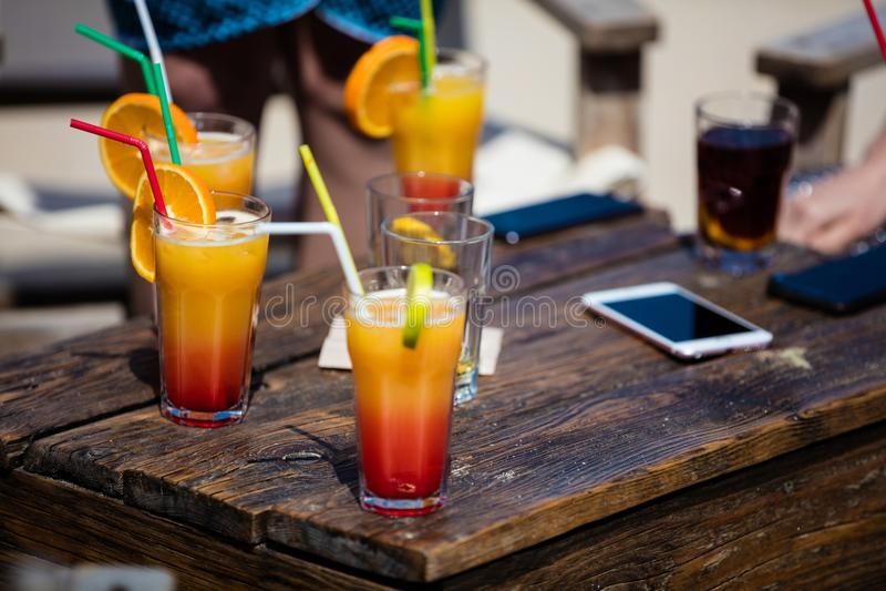 Daiquiri do álcool e cocktail alaranjados do libre de Cuba fotografia de stock royalty free