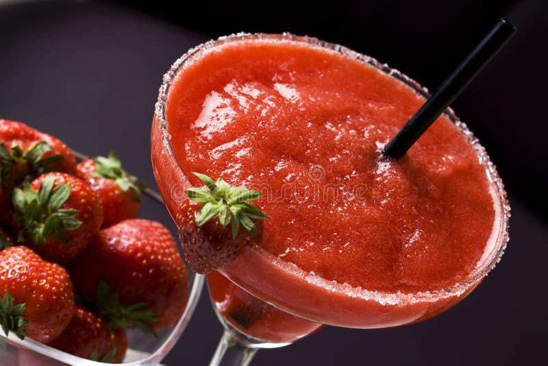 Erdbeerdaiquiricocktail stockfoto