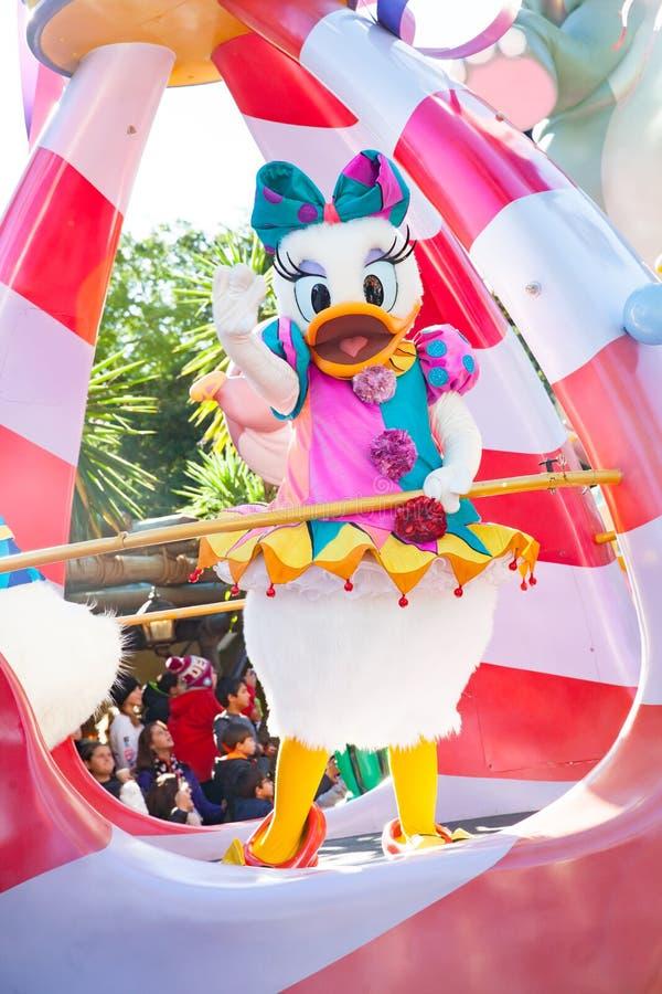 Daisy Duck que participa en el desfile de DisneyWorld fotografía de archivo