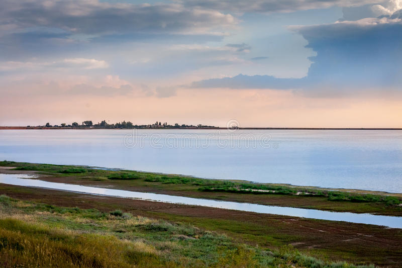 Download Daj Się Narażenia Na Plaży Wolnym Miękkim Sunset Fala Bardzo Obraz Stock - Obraz złożonej z pomarańcze, piękno: 41952485
