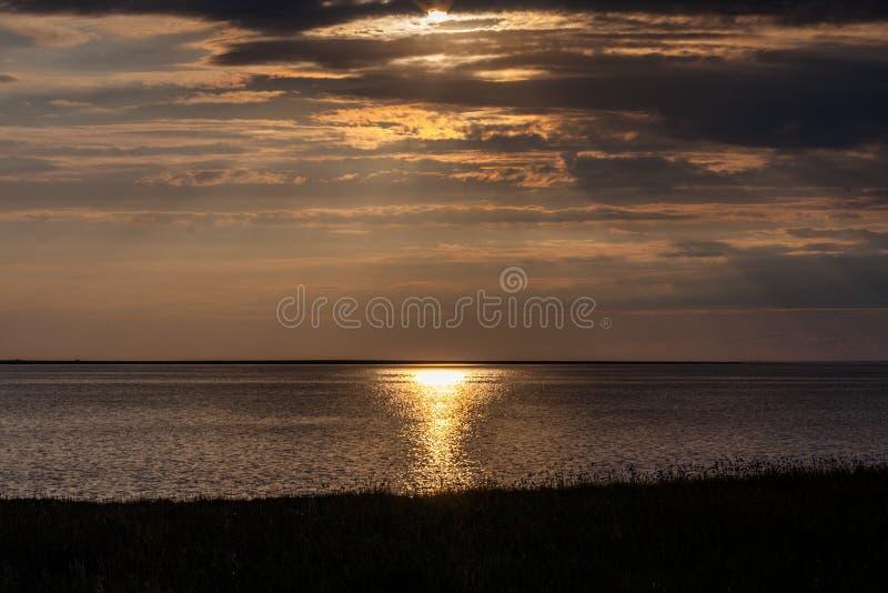 Download Daj Się Narażenia Na Plaży Wolnym Miękkim Sunset Fala Bardzo Obraz Stock - Obraz złożonej z aztec, przedstawienie: 41952505