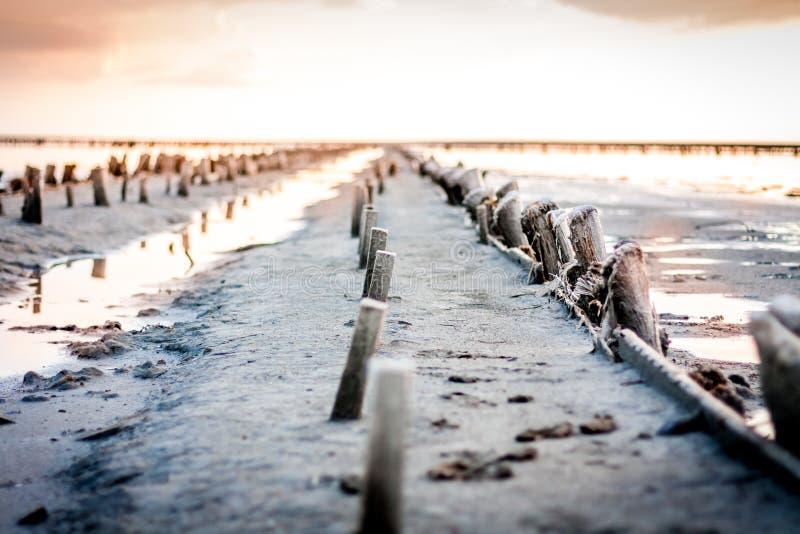 Download Daj Się Narażenia Na Plaży Wolnym Miękkim Sunset Fala Bardzo Obraz Stock - Obraz złożonej z jezioro, klimat: 41952663