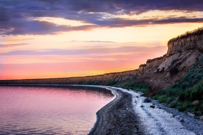 Download Daj Się Narażenia Na Plaży Wolnym Miękkim Sunset Fala Bardzo Obraz Stock - Obraz złożonej z natura, cumulus: 41952795