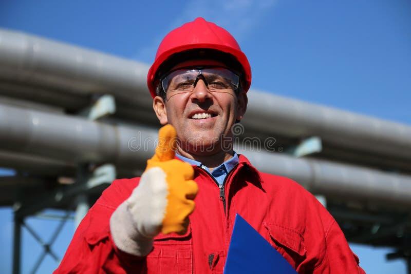 Daje Kciukowi Przemysłowy uśmiechnięty Przemysłowy Pracownik obrazy royalty free