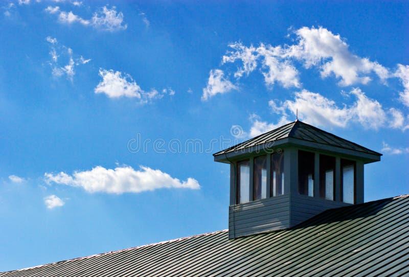 Dak en blauwe hemel royalty-vrije stock foto's