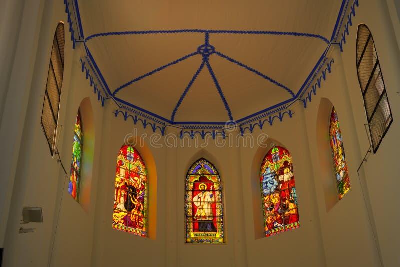 Dak en gebrandschilderde glazen van koor van kerk Heilige Francis Xavier royalty-vrije stock afbeelding