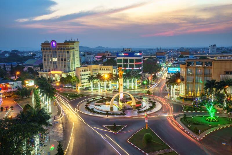 Dak Lak, Vietnam - 12. März 2017: Luftskylineansicht von Buon MA Thuot Buon ich Thuot bis zum Sonnenuntergangzeitraum, die Haupts stockfotografie