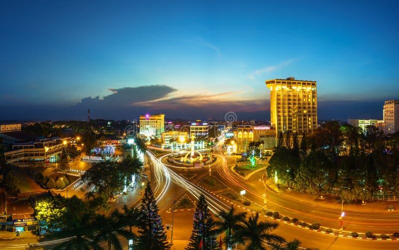 Dak Lak, Vietnam - 12. März 2017: Luftskylineansicht von Buon MA Thuot Buon ich Thuot bis zum Sonnenuntergangzeitraum, die Haupts stockbilder