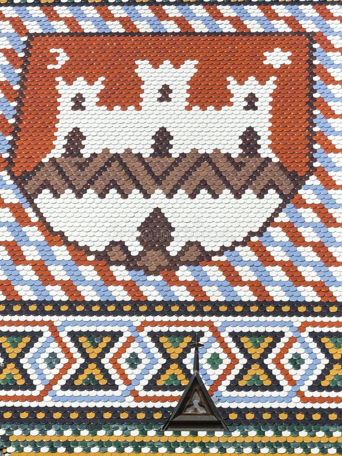 Dak met ceramische kleurentegels stock afbeeldingen