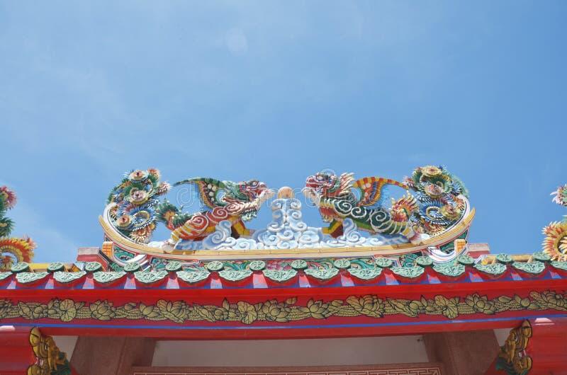 Dak van Chinese Architectuurtempel in Thailand stock afbeeldingen