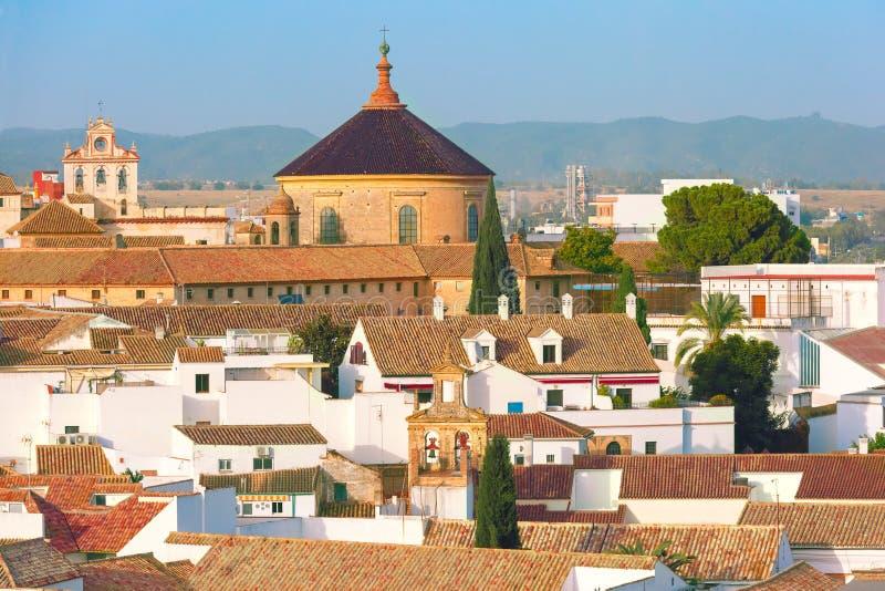 Dak van de oude stad en de kerk in Cordoba, Spanje stock foto