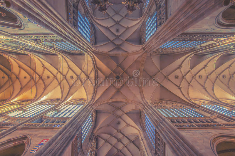 Dak van de StVitus-Kathedraal in Praag royalty-vrije stock foto