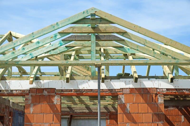Dak van een nieuw gebouw stock afbeeldingen