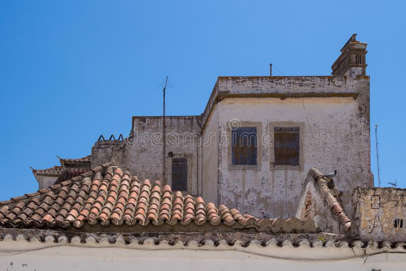 Dak van een verlaten huis, Portugal royalty-vrije stock foto