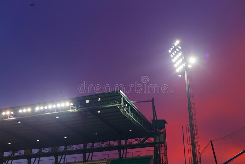 Dak van voetbalstadion stock foto