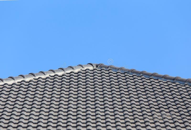Download Dak Voor Nieuw Huis Wordt Geïnstalleerd Dat Stock Foto - Afbeelding bestaande uit buitenkant, tegel: 39115324