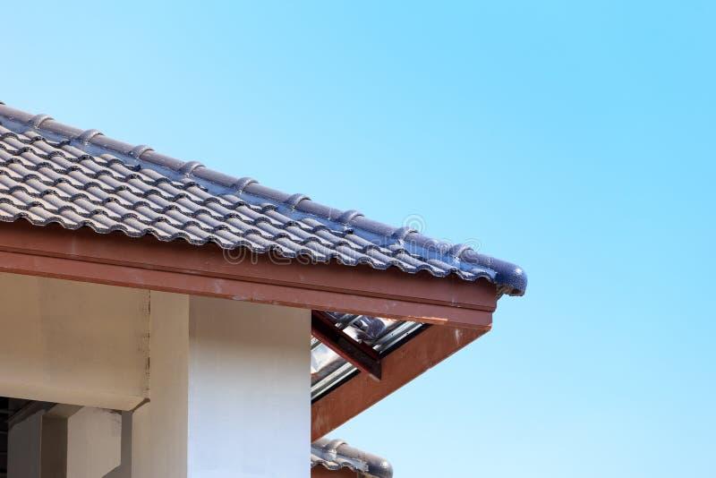 Download Dak Voor Nieuw Huis Wordt Geïnstalleerd Dat Stock Foto - Afbeelding bestaande uit grijs, bouw: 39115340