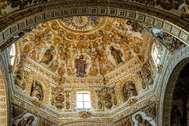 Dakdecoratie van Santo Cristo de Sangre-kerk, Oaxaca, Mexico royalty-vrije stock afbeelding