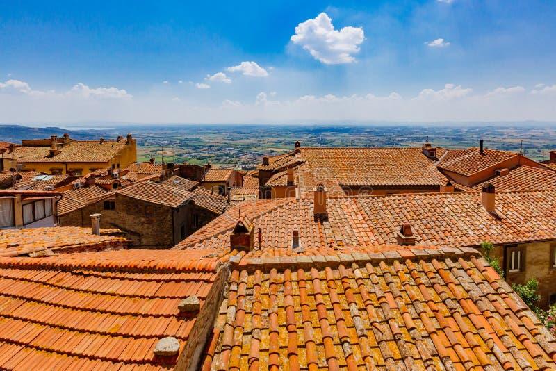 Daken en mening van landschap in Cortona, Italië royalty-vrije stock afbeelding