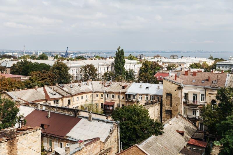 Daken en oude binnenplaatsen van Odessa stock afbeelding