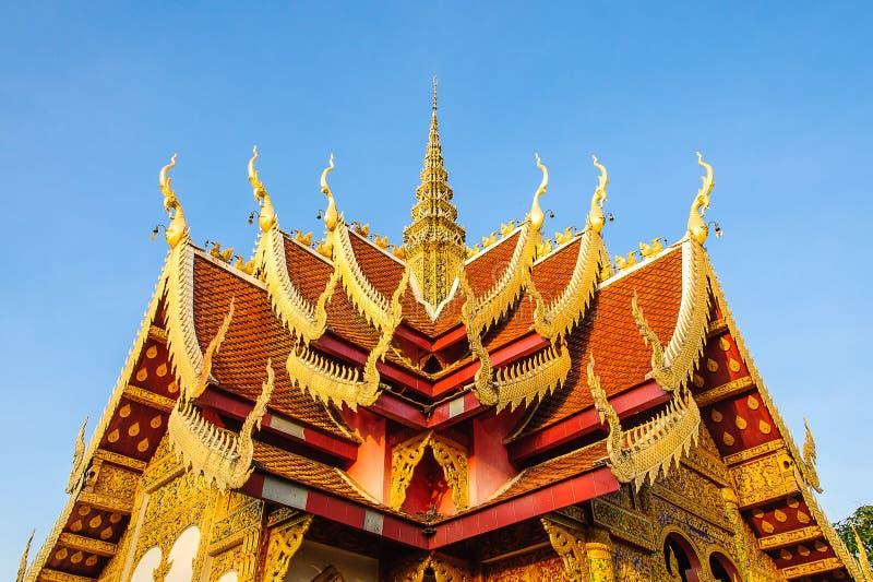 Dakgeveltop in Thaise stijl royalty-vrije stock foto's