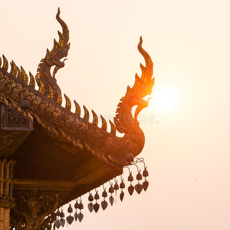 Dakgeveltop in Thaise stijl stock foto