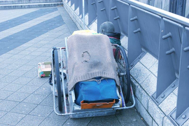 Dakloos sta-caravan stock afbeelding