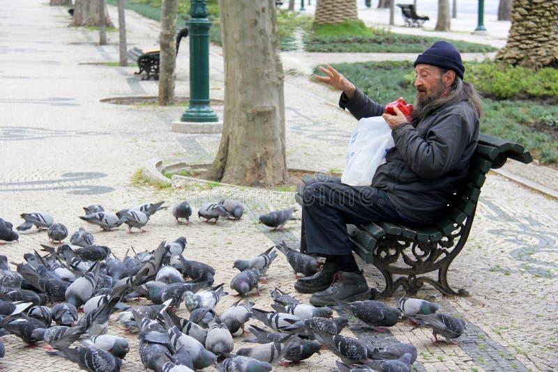 Dakloze mens op de straten stock fotografie