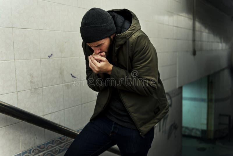 Dakloze Mensen die Koud in de Winter voelen stock foto's