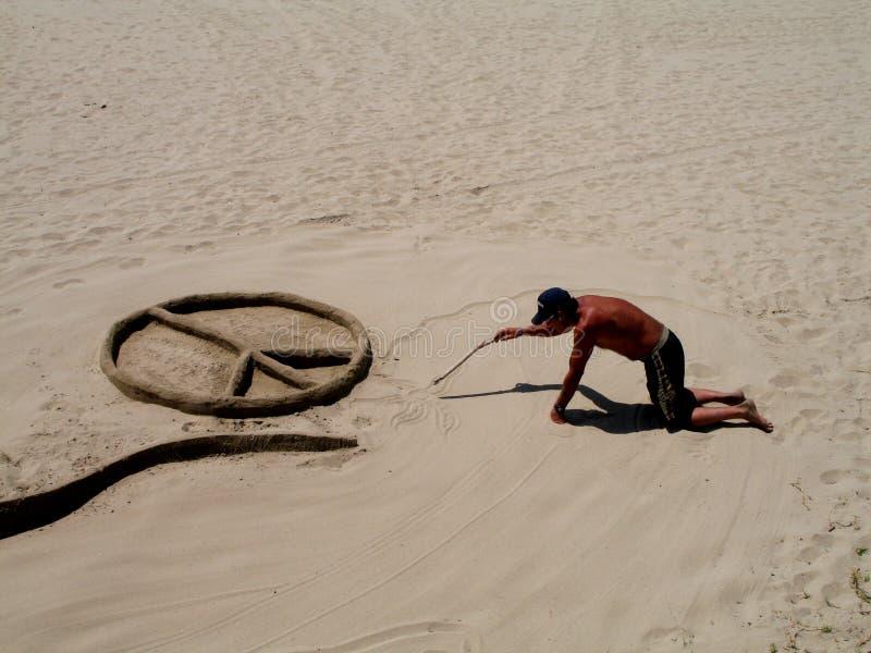 Dakloze zandkunstenaar stock foto