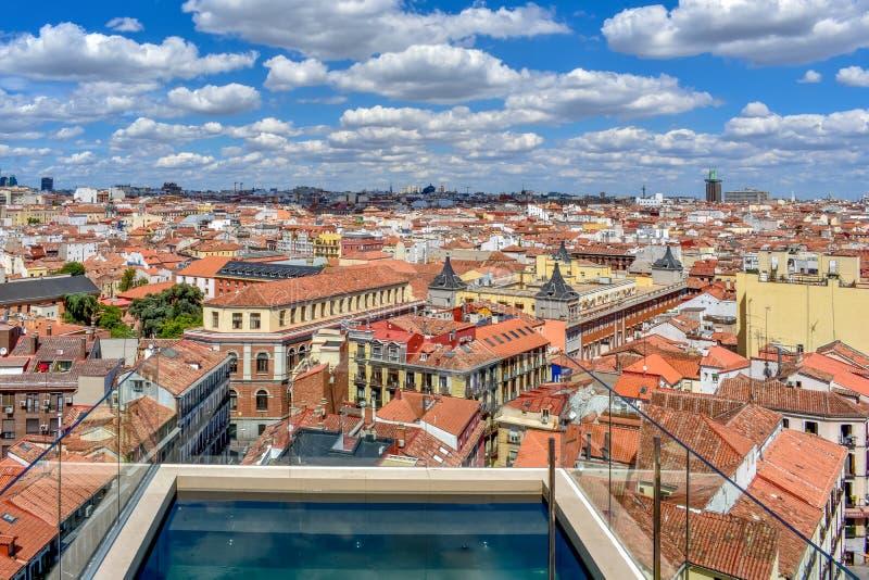 Dakmening van Madrid de stad in in een zonnige dag stock fotografie