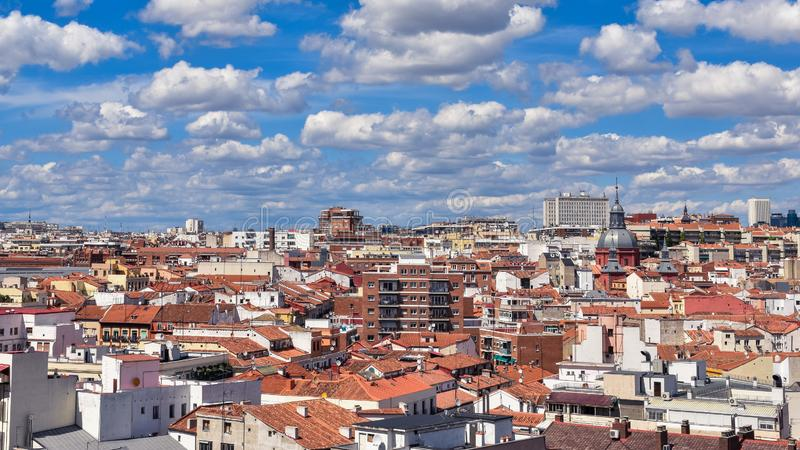 Dakmening van Madrid de stad in, Spanje royalty-vrije stock afbeeldingen