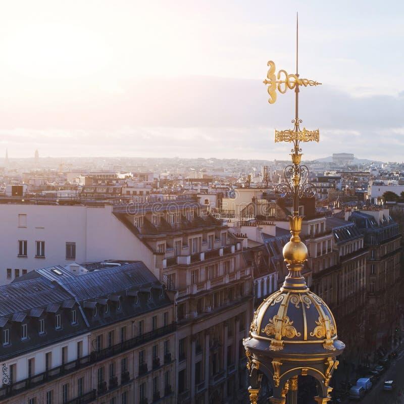 Dakmening van Parijs stock afbeelding