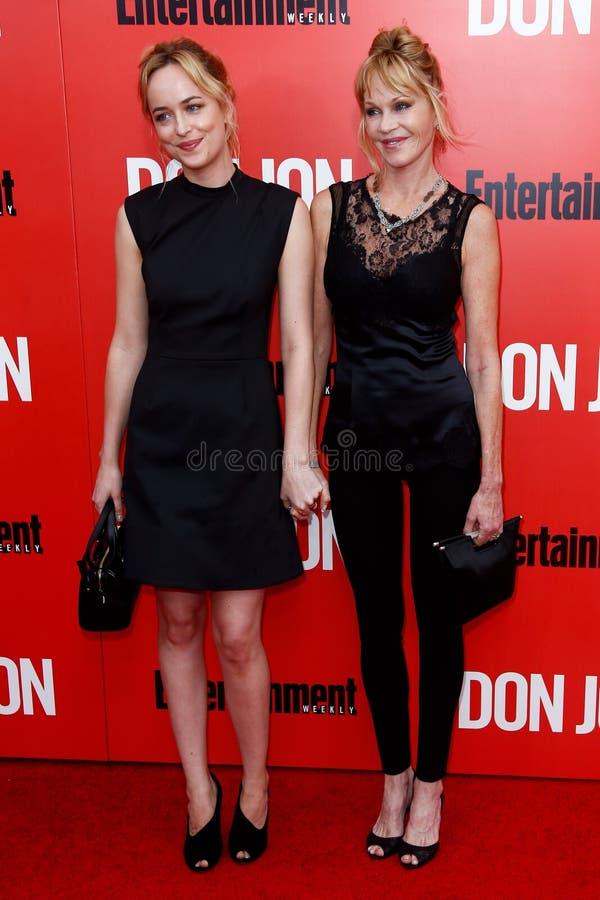 Dakota Johnson, Melanie Griffith royaltyfri fotografi