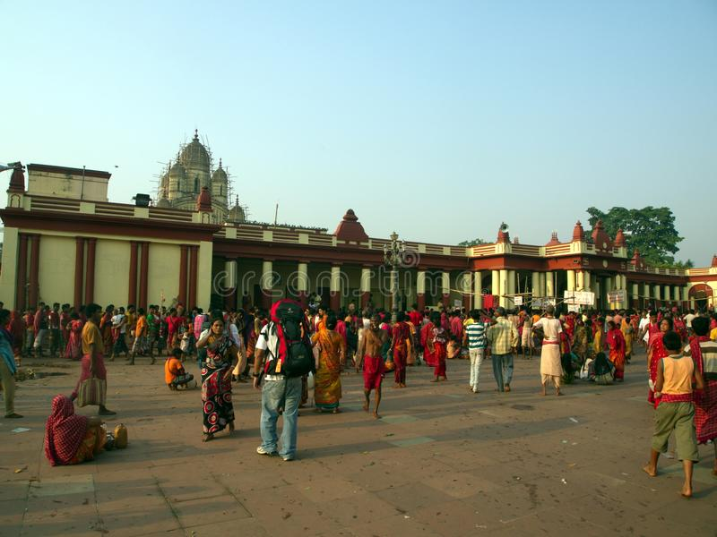 Dakshineswar Kali Temple et peuples indiens viennent pour jouer un saint photo libre de droits