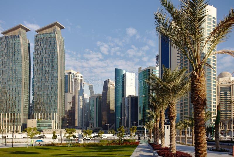 Daktylowe palmy i Doha górują zdjęcia royalty free