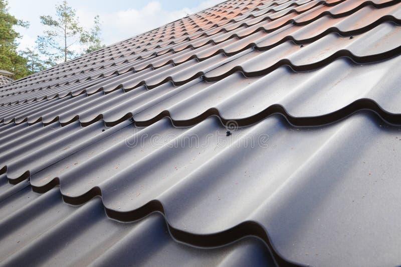 Dakwerkmaterialen Het dak van het metaalhuis De BouwBouwmaterialen van het close-uphuis De bouw van het dak royalty-vrije stock afbeelding