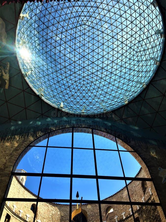 Dalì剧院-博物馆在菲盖尔,西班牙 建筑学、天才和艺术 免版税库存照片